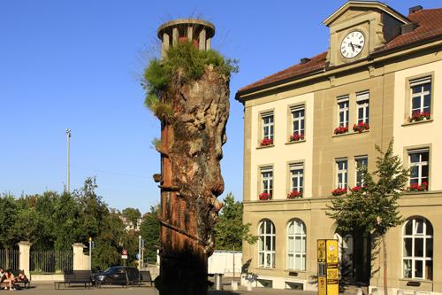 Meret Oppenheim-Brunnen auf dem Waisenhausplatz in Bern